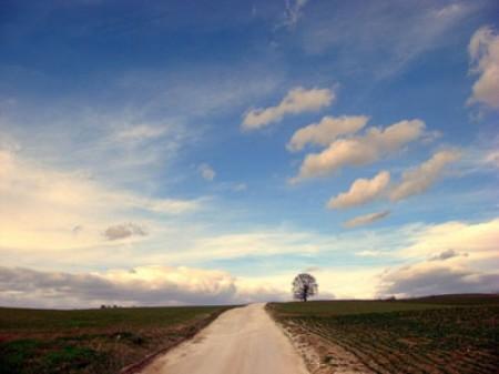 strada e nuvole
